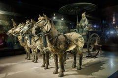 世界的最著名的赤土陶器战士镀青铜chariotï ¼ Œin西安,中国 库存图片