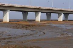 世界的最长的桥梁有车在交通 库存照片
