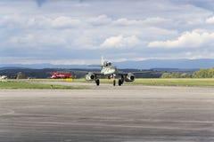 世界的第一架操作的喷气机动力的战机Messerschmitt我262在跑道的Schwalbe辗压 免版税库存图片