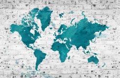 世界的被说明的地图与一个白色砖墙的 背景上水平的节疤松木纹理 向量例证
