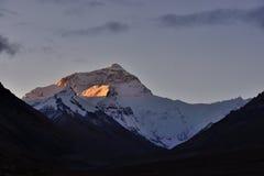 世界的高山珠穆朗玛峰在西藏 库存照片