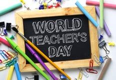 世界老师` s天文本 在学校之间的木制框架黑板 免版税库存图片