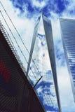 世界贸易中心一号大楼和题字 库存照片