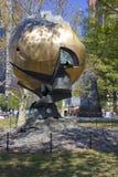 世界贸易中心球形损坏了在9月11日在巴特里公园 库存照片