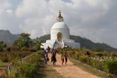 世界Pokhara的和平塔,尼泊尔 免版税库存照片