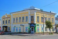 19世纪古老房子与响铃博物馆和药房的在卡西莫夫市,俄罗斯的中心 免版税库存图片