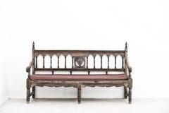 15世纪古色古香的沙发 免版税库存照片