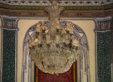 14世纪古色古香的水晶枝形吊灯 库存图片