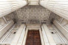 18世纪圣保罗大教堂,入口,伦敦,英国的细节 图库摄影