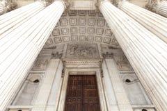 18世纪圣保罗大教堂,入口,伦敦,英国的细节 库存照片