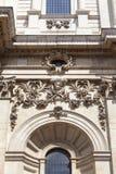 18世纪圣保罗大教堂,在门面,伦敦,英国的安心 免版税库存照片