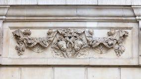 18世纪圣保罗大教堂,在门面,伦敦,英国的装饰安心 免版税图库摄影