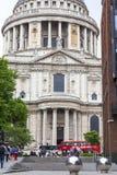 18世纪圣保罗大教堂,街道视图,伦敦,英国 免版税库存图片