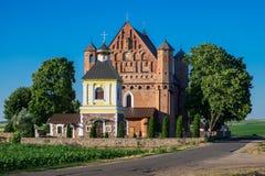15世纪圣迈克尔在Synk加强了教会和钟楼 库存照片