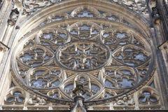 14世纪圣Vitus大教堂,圆花窗,门面,布拉格,捷克 免版税库存照片