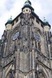 14世纪圣Vitus大教堂,门面,与时钟,布拉格,捷克的塔 库存图片