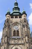 14世纪圣Vitus大教堂,门面,与时钟,布拉格,捷克的塔 免版税库存照片