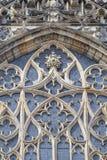 14世纪圣Vitus大教堂,门面,与被弄脏的彩色玻璃,布拉格,捷克的窗口 免版税库存图片