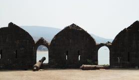 11世纪大炮-在阿利巴格,印度的Murud Janjira堡垒 免版税图库摄影