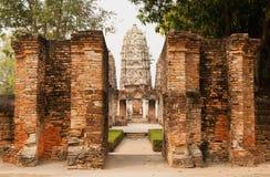 12世纪寺庙Wat Si Sawai在一个美丽的Sukhothai历史公园,泰国 免版税库存照片