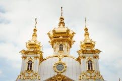 18世纪巴洛克式的Peterhof宫殿的东方教堂在圣彼德堡,俄罗斯 免版税库存图片