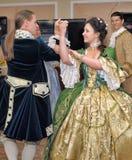 19世纪服装舞蹈的妇女 免版税图库摄影
