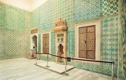 16世纪杰作五颜六色的铺磁砖的墙壁在Topkapi宫殿,联合国科教文组织世界遗产名录站点里面的 免版税库存图片