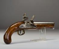 18世纪燧发枪手枪。 免版税库存照片