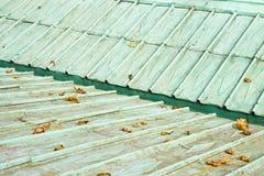 18世纪的一个老铜屋顶的细节 库存照片