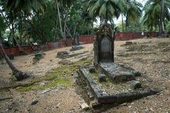 19世纪的一座老被放弃的公墓在罗斯岛的 免版税库存图片