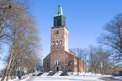 13世纪的中世纪路德教会的大教堂的看法, 2月天 芬兰土尔库 免版税库存图片