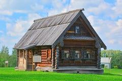 19世纪的农民典型的房子在木建筑学博物馆在苏兹达尔,俄罗斯 免版税库存图片