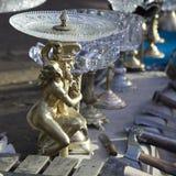 19世纪的古董在一个跳蚤市场上的待售在第比利斯 免版税图库摄影