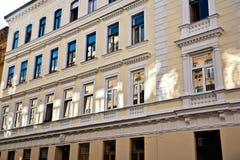 19世纪的大厦门面在维也纳,客厅o 免版税库存图片