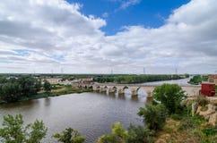 12世纪的桥梁,锡曼卡斯,西班牙 库存照片