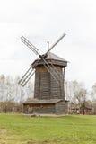 18世纪的老木风车在苏兹达尔 免版税图库摄影