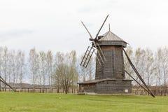 18世纪的老木风车在苏兹达尔 库存图片