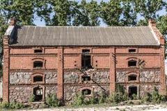 18世纪的老被放弃的砖房子 库存照片