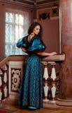 18世纪的衣物的美丽的妇女 库存照片