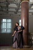 18世纪的衣物的美丽的妇女 免版税图库摄影