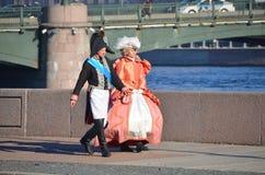18世纪的衣裳的人们 免版税库存图片