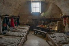 17世纪的西班牙士兵室,再创他们的在堡垒的生活在佛罗里达的历史的海岸 免版税库存图片