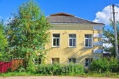 18世纪的结尾的议院在Bakunina街道上的在Torzhok市,俄罗斯 免版税库存照片