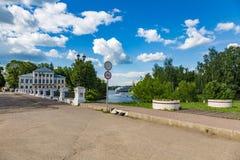 19世纪的Nikolsky桥梁在Uglich,俄罗斯 免版税库存照片