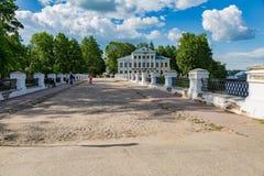 19世纪的Nikolsky桥梁在Uglich,俄罗斯 库存照片