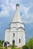 16世纪的Transformation阁下的大教堂主要门面在Spaso-Preobrazhensky Vorotynsky修道院里 免版税库存图片