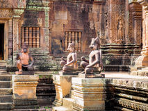 10世纪砂岩Banteay Srei寺庙,柬埔寨 免版税库存图片