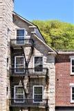 18世纪羊毛磨房圆屋顶建筑看法在Harrisville设置了,新罕布什尔,美国田园镇  库存图片