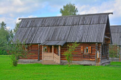 19世纪老木房子在木建筑学博物馆在苏兹达尔,俄罗斯 库存图片
