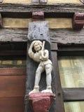 15世纪老木雕塑在一个房子的在勒芒,法国 图库摄影